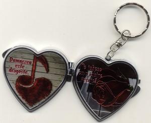 Breloc inimioara cu oglinda - Dumnezeu este dragoste!
