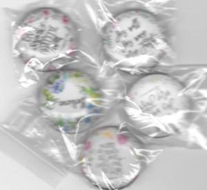 Magneti mici si rotunzi pentru frigider cu diferite versete